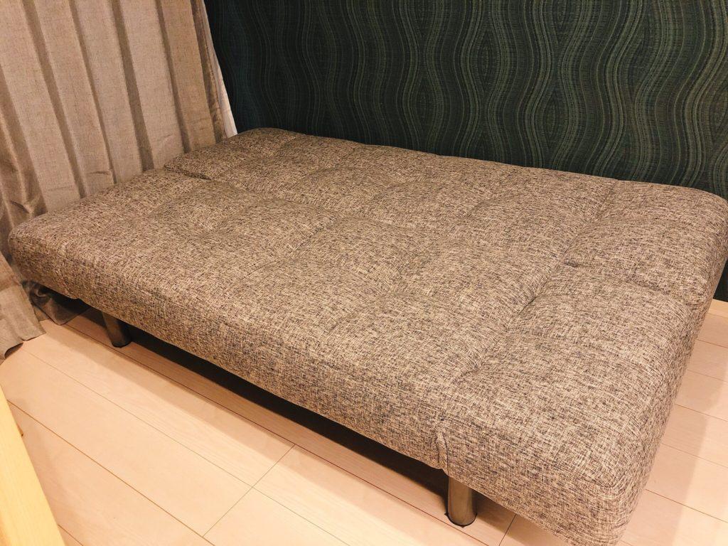 こちらはローテーブルとソファー。心地よさが抜群です!